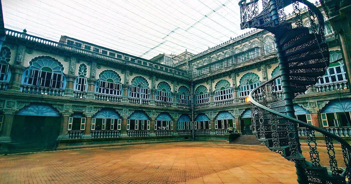 Beauty of Mysuru Palace  PC: @karthisai88   #Mysuru #Mysore #Karnataka #Mysurupalace #kings #Oldmysuru #VisitMysuru #CityOfPalaces #MysuruDasara pic.twitter.com/tl0dCBx8Ud