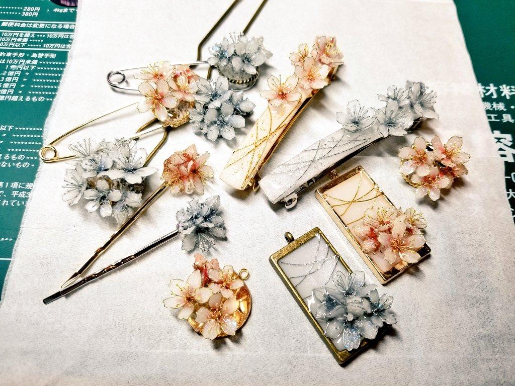 #レジン #ハンドメイド #ディップアート #桜寒々と輝く冬の桜バレッタ、ストールピン、ペンダント、イヤーカフ、ヘアピンにかんざしが出来上がりましたあとはピアス&イヤリングの耳飾りと余裕があればヘアクリップ!!🌸