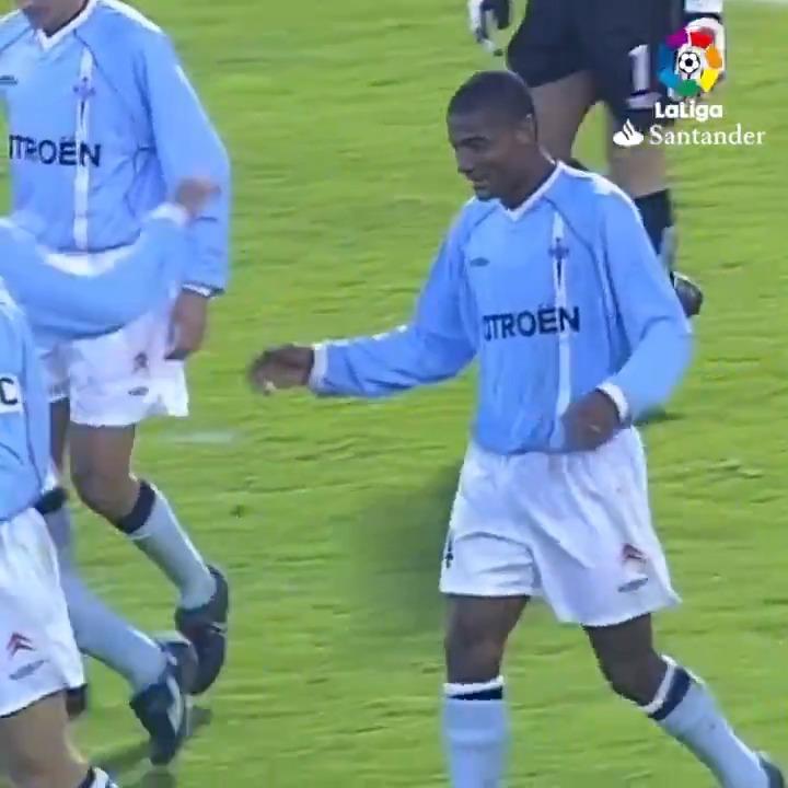 ¡Y la GAVIOTA voló dos veces aquella tarde! ⚽⚽ 🔙 #TalDíaComoHoy hace 18 años, Catanha anotó un doblete para el @RCCelta en Balaídos. #LaLigaHistory