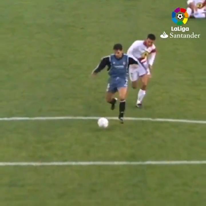 Un 9⃣ puro. Un goleador insaciable. ⚽⚽ @MorientesNo9 💜 @realmadrid #TalDíaComoHoy
