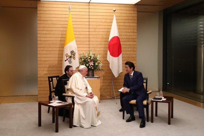 El Papa, con Shinzo Abe