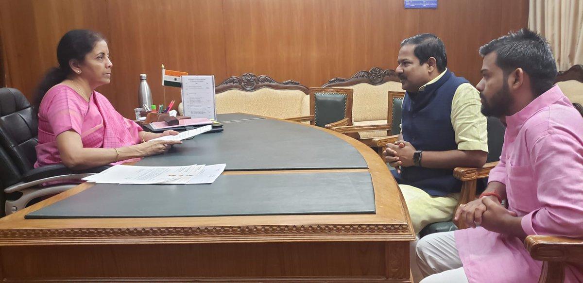 Shri @NishadSri, Honble MP (LS) calls on Smt @nsitharaman
