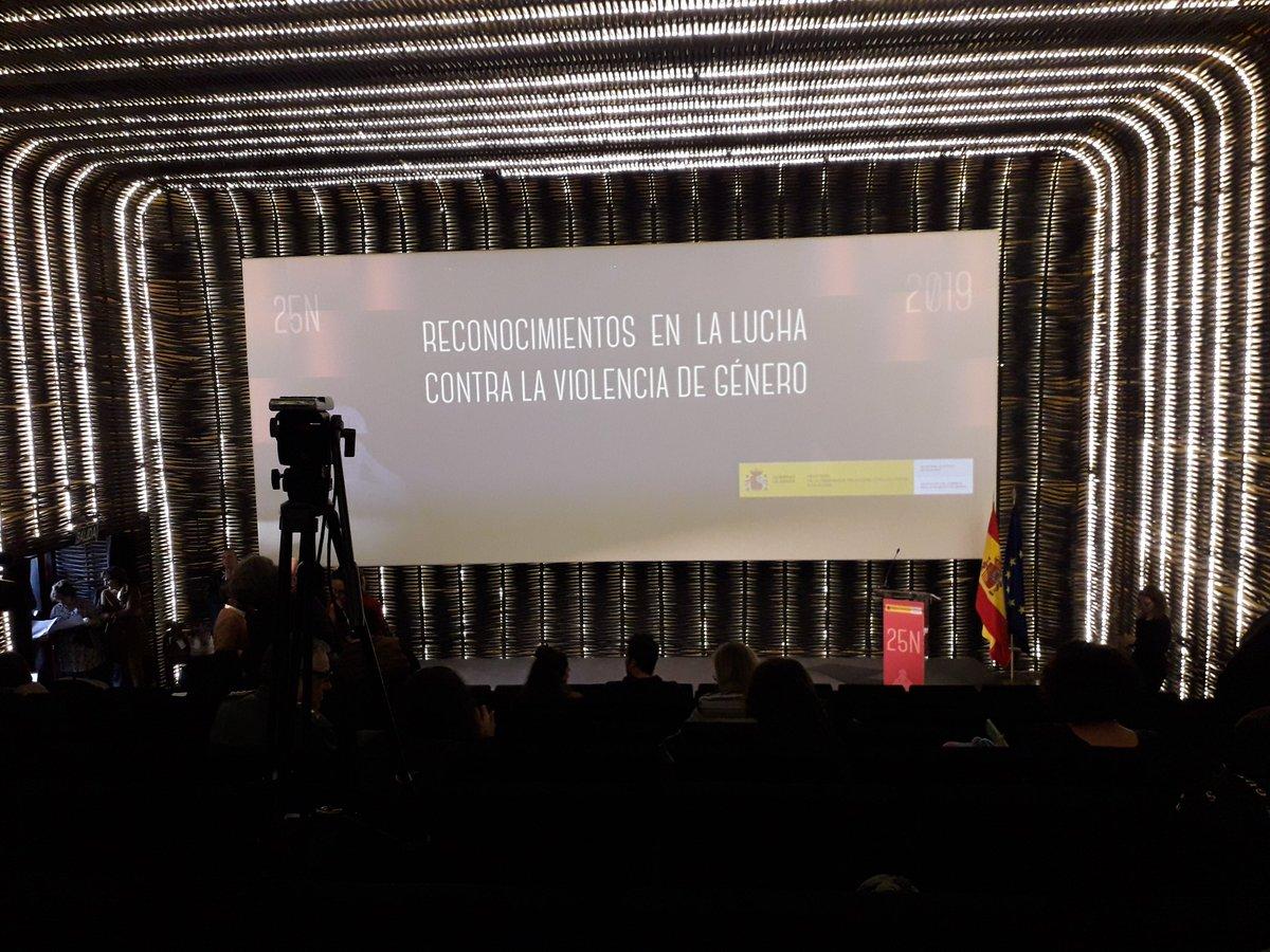 En la entrega de reconocimientos en la lucha contra la #ViolenciaGenero @M_Presidencia @DelGobVG @Inmujer #diacontralaviolenciadegenero #25Nov #NiUnaMenos