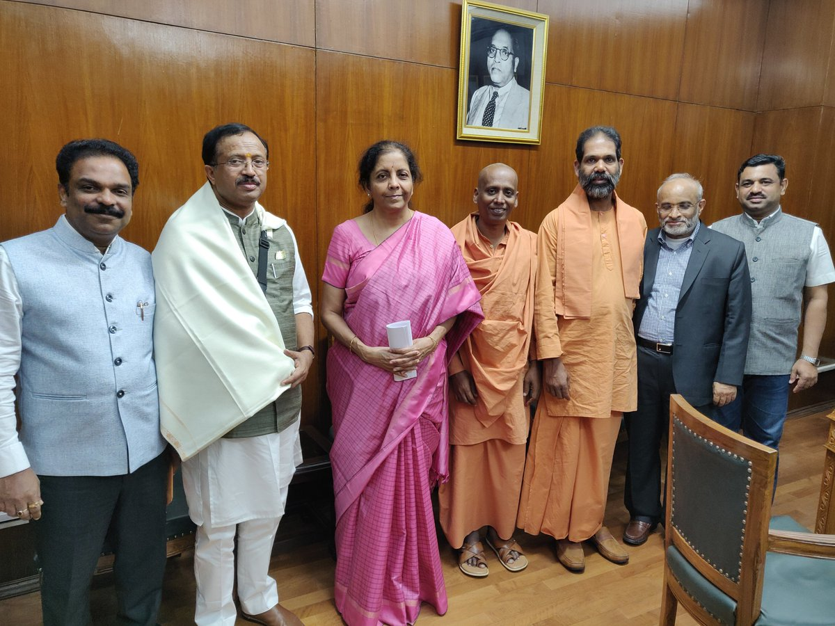 Delegation led by Shri @VMBJP, Honble Minister of State for External Affairs & Parliamentary Affairs, calls on Smt @nsitharaman