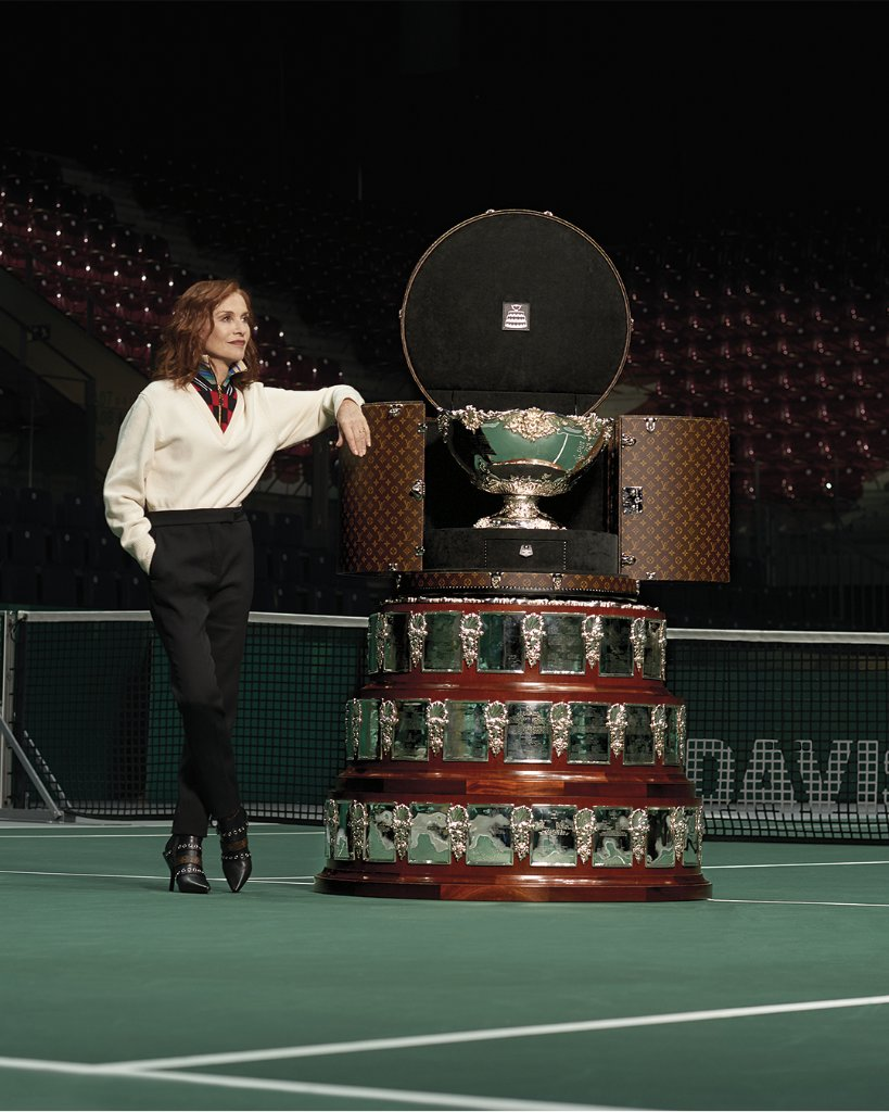 #LouisVuitton congratulates the Spanish team for winning the 2019 #DavisCup.  #IsabelleHuppert presented the legendary Men's Tennis Trophy in its bespoke Louis Vuitton trunk. Learn more at  http:// on.louisvuitton.com/60161PF8e      #DavisCupMadridFinals <br>http://pic.twitter.com/bwjyecgRaa
