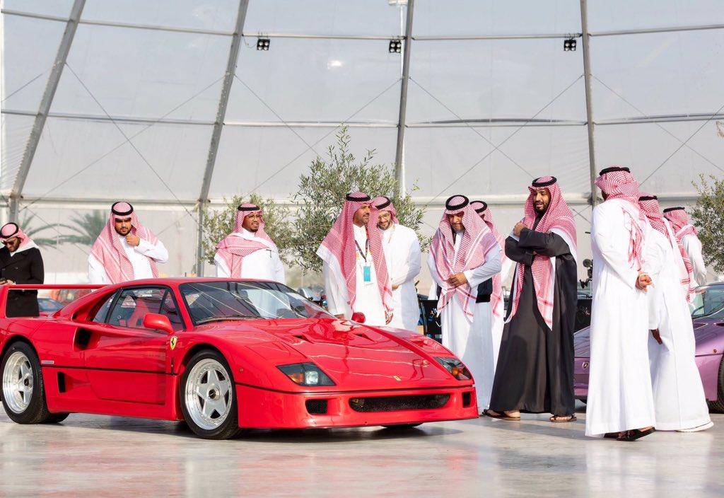 سمو ولي العهد الأمير محمد بن سلمان يقوم بجولة في #معرض_الرياض_للسيارات. . . #أخبار_محلية #المملكة https://t.co/Q7bzCjNKM0