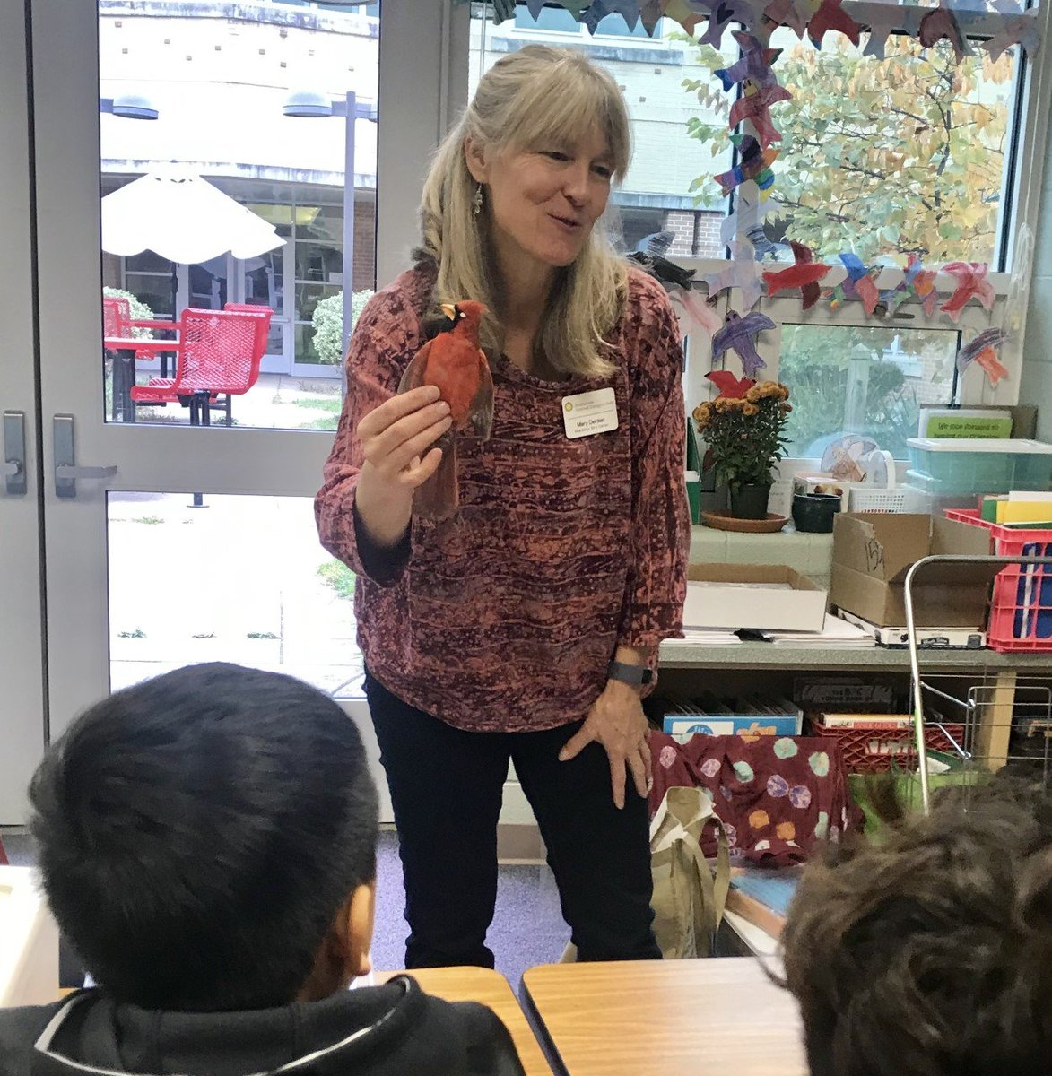 Mary Deinlein from the Smithsonian Migratory Bird Center came to visit the Carlin Springs Flying Amigos after school club to share information, biofacts, resources and games about birds and the Bridging the Americas Program! <a target='_blank' href='http://twitter.com/SmithsonianEdu'>@SmithsonianEdu</a> <a target='_blank' href='http://search.twitter.com/search?q=Cardinals1920'><a target='_blank' href='https://twitter.com/hashtag/Cardinals1920?src=hash'>#Cardinals1920</a></a> <a target='_blank' href='http://search.twitter.com/search?q=APSGetInvolved'><a target='_blank' href='https://twitter.com/hashtag/APSGetInvolved?src=hash'>#APSGetInvolved</a></a> <a target='_blank' href='https://t.co/d0NNK0BxfU'>https://t.co/d0NNK0BxfU</a>