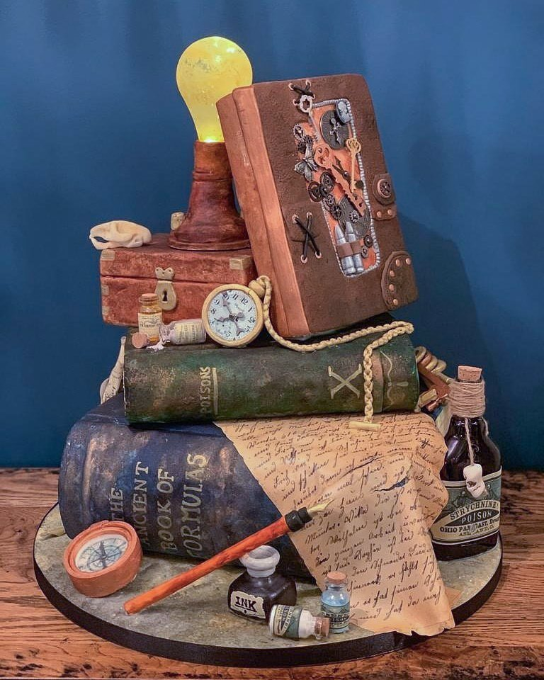 #Cake 🍰 Awesome of the Day: #Steampunk-ish ⚙️ #Birthdaycake 🎂 #Weddingcake 💍 With #Books 📚 Light 💡 & Clock 🕒 by Ilaria De Castro @CakesSeventh via @Steampunk_T #SamaCake