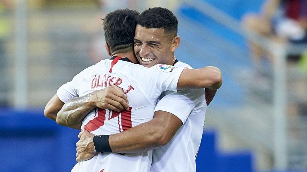 RT si crees que Diego Carlos es el mejor central de #LaLigaSantander. ❤ @SevillaFC ❤