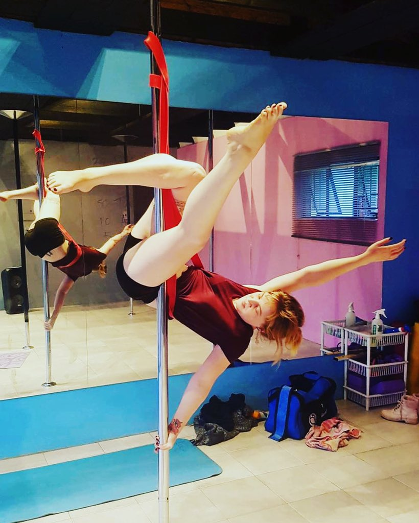 """""""Just hanging out"""" has taken on a whole different meaning when people ask what I'm up to these days.   #nopainnogain #progressnotperfection #polefitness #poleworkout #polebeginner #polestudent #fitness #fitmoms #neeknacks #momlife #workingmom #blogger #ranting #positivevibespic.twitter.com/pB4oVMSoPZ"""