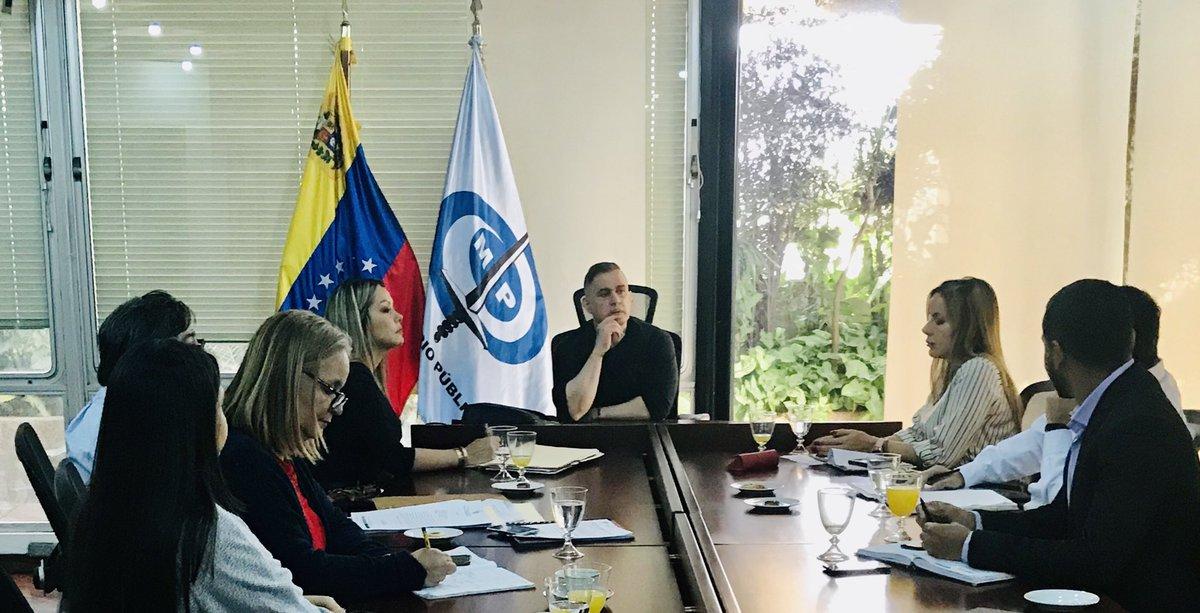 #AHORA reunido con los Directores del @MinpublicoVE evaluando el cronograma de actividades para la celebración del Día Internacional del Ministerio Público #DDHH #JUSTICIA