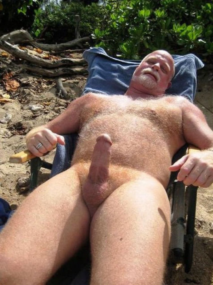 Mature gay voyeur
