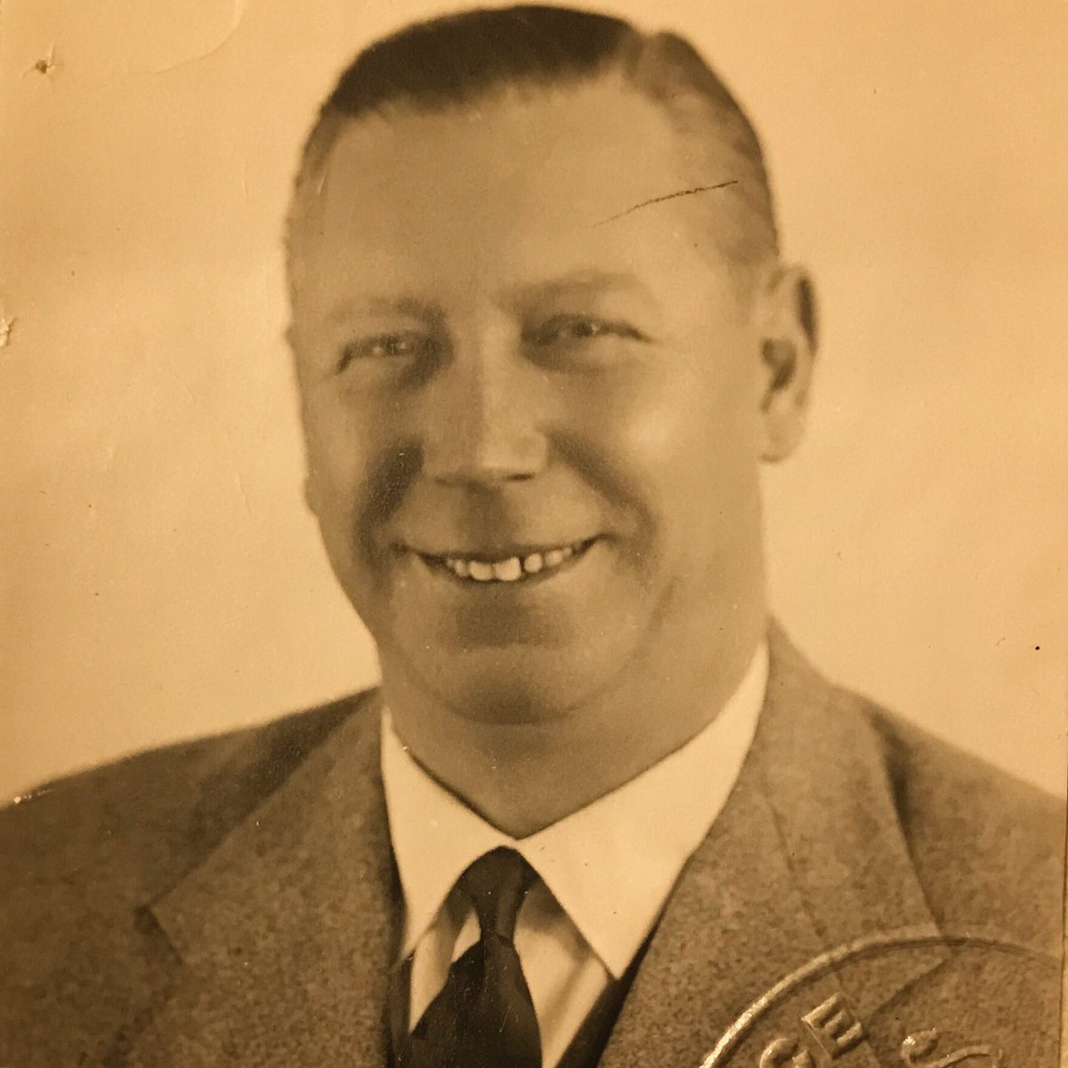 A friend of mine from the #GeorgeFormby Society asked for a piccy of GF's passport photo... I'm always glad of an excuse to rummage through my collection of goodies!  #ukulele #banjolele #legend<br>http://pic.twitter.com/QEPhggSHwI