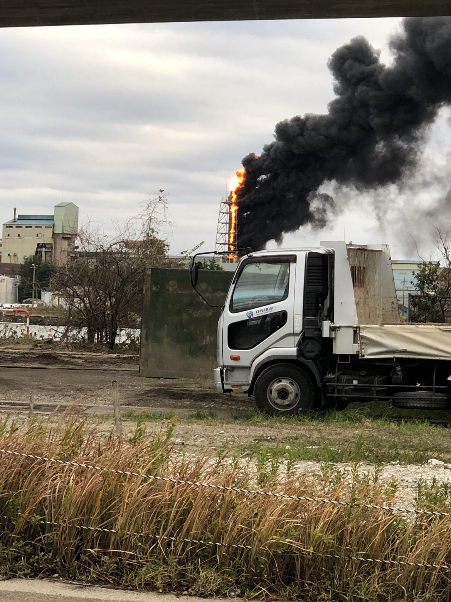 射水市庄西町のJFEマテリアルで火事が起きている現場の画像