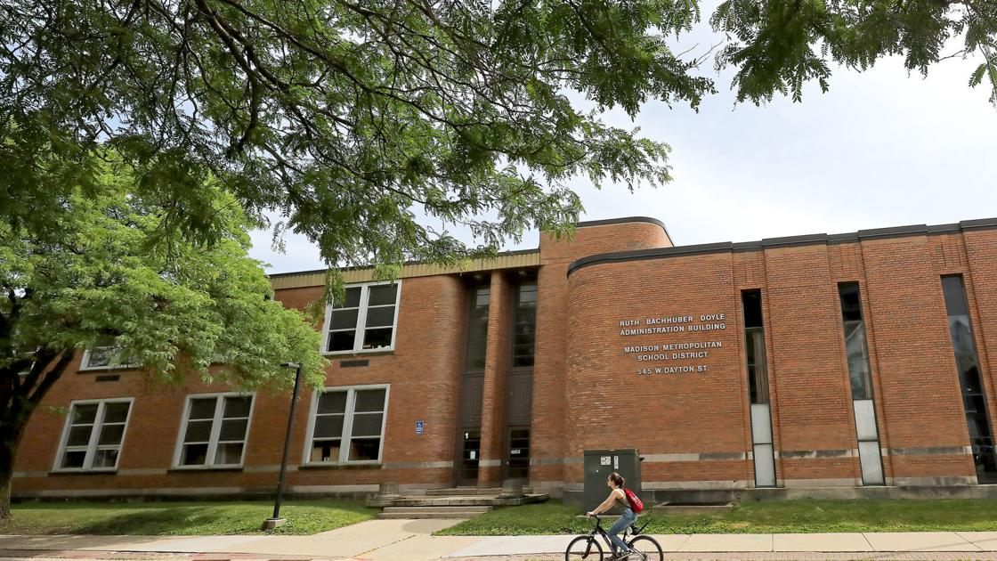 31 apply for Madison School District superintendent job dlvr.it/RK5lBX