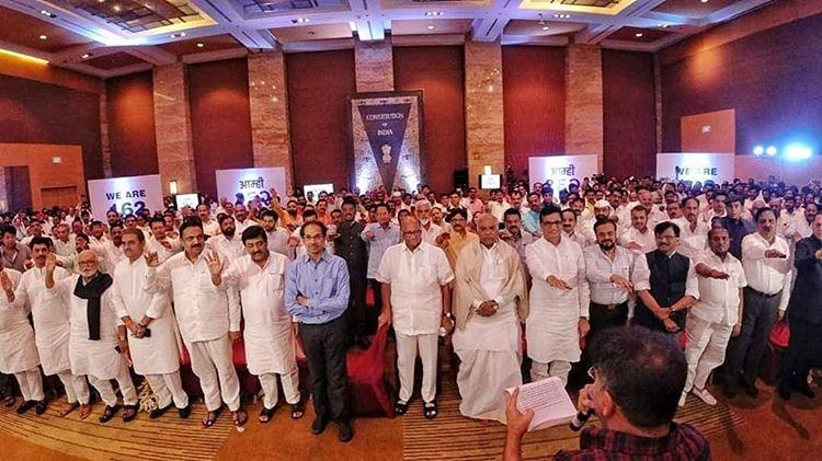 तेरे हर एक वार का पलटवार हू मै यूही नही कहलाता शरद पवार हू मै. #आम्ही१६२ #ncp #shivsena #congress #ncpyouthofficial #sharadpawar #Maharashtra @PawarSpeakspic.twitter.com/scdqYJ8jt2
