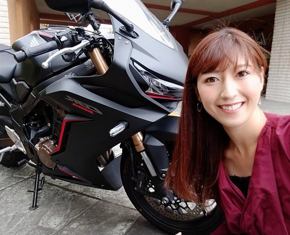 バイク乗りたいけど…乗れない日が続いてる(T^T)今日は、中国の本選へ進めると信じて…美脚エステに行ってくるよ✨👍皆さんCHEERZでのランキング審査ご協力よろしくお願いします🙇♡※詳しくは私の固定ツイートみてね!#CHEERZ #CBR650R #バイク