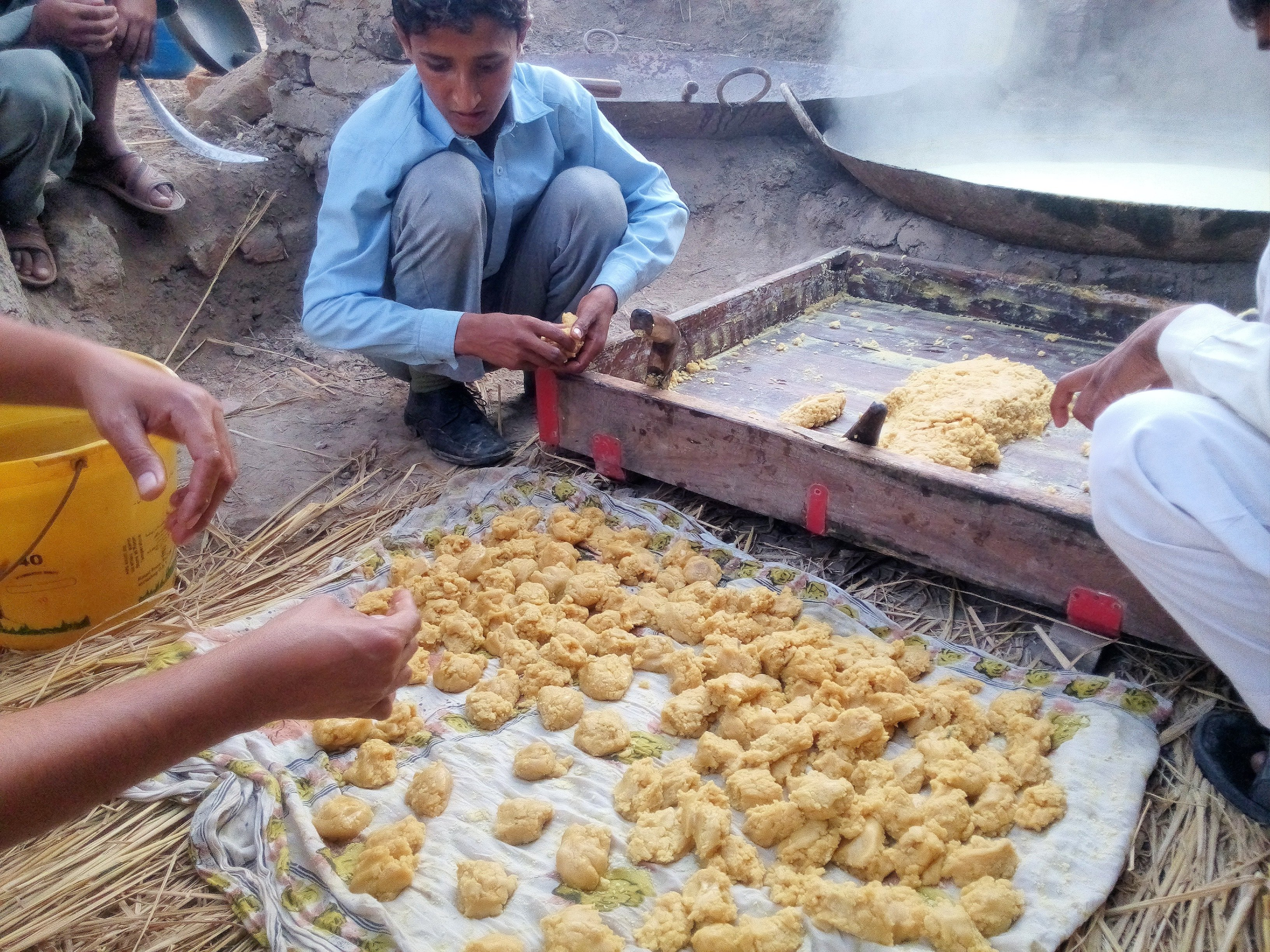 Making the jaggery