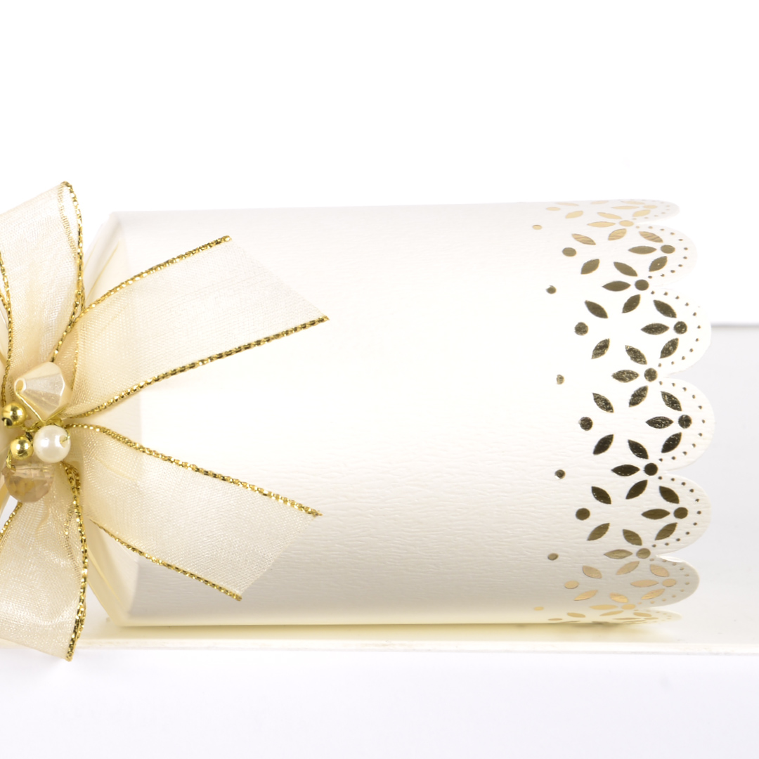 Tom Smith Silver//White Christmas Crackers With Matching Table Place Cards
