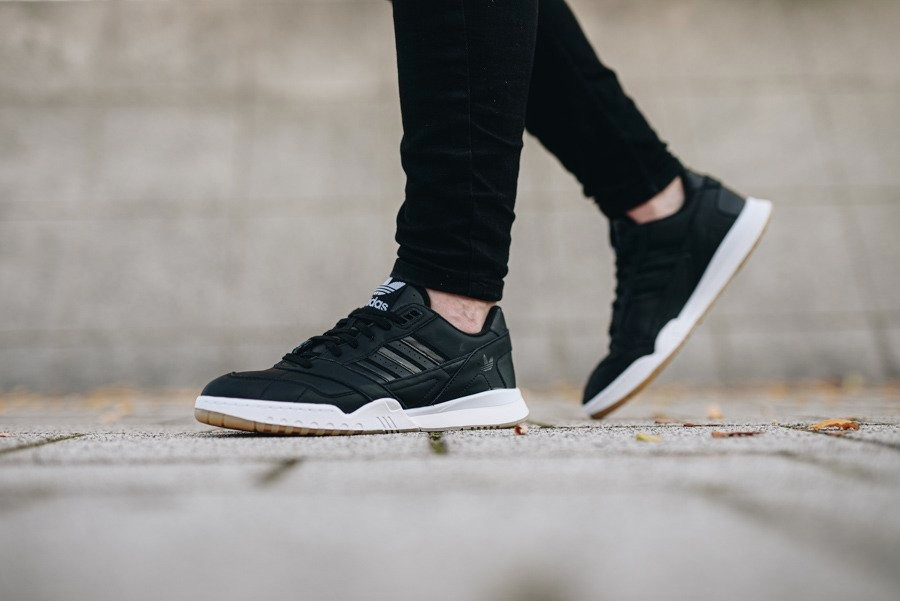 ADIDAS A.R. TRAINER Timeless iconic