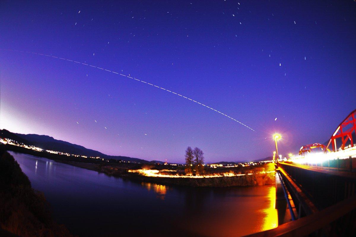 2019.11.26 夕方のグラデーションの中を #国際宇宙ステーション「きぼう」が通過して行きました。 #やまがた #最上川 #河北橋 (押切地区の赤い橋の方)