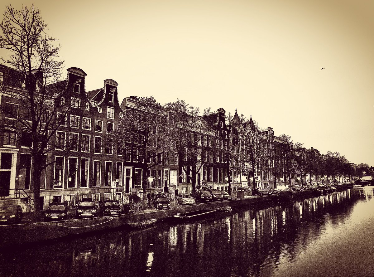 Moody black & white image of the historic charming town houses down Keizersgracht, Amsterdam  #amsterdam #netherlands #bestofamsterdam #iloveamsterdam #holland #dutch #streetphotography #photography #photographer @iamsterdam @visit_hollandpic.twitter.com/2frY314M8W