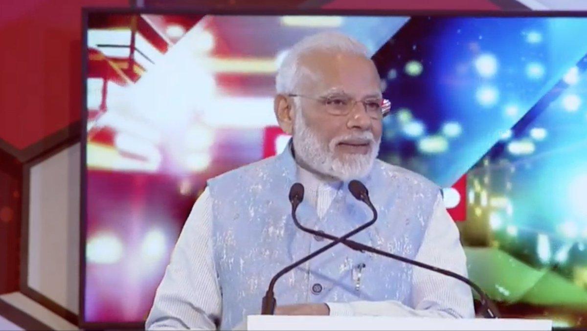 इन लोगों की चली होती तो देश में GST भी कभी लागू नहीं हो पाता। हमने राजनीतिक लाभ हानि की चिंता किए बिना इसे लागू किया। आज सामान्य नागरिक से जुड़ी 99 प्रतिशत चीजों पर पहले के मुकाबले औसतन आधा टैक्स लग रहा है: प्रधानमंत्री श्री नरेन्द्र मोदी #PMatRepublicSummit