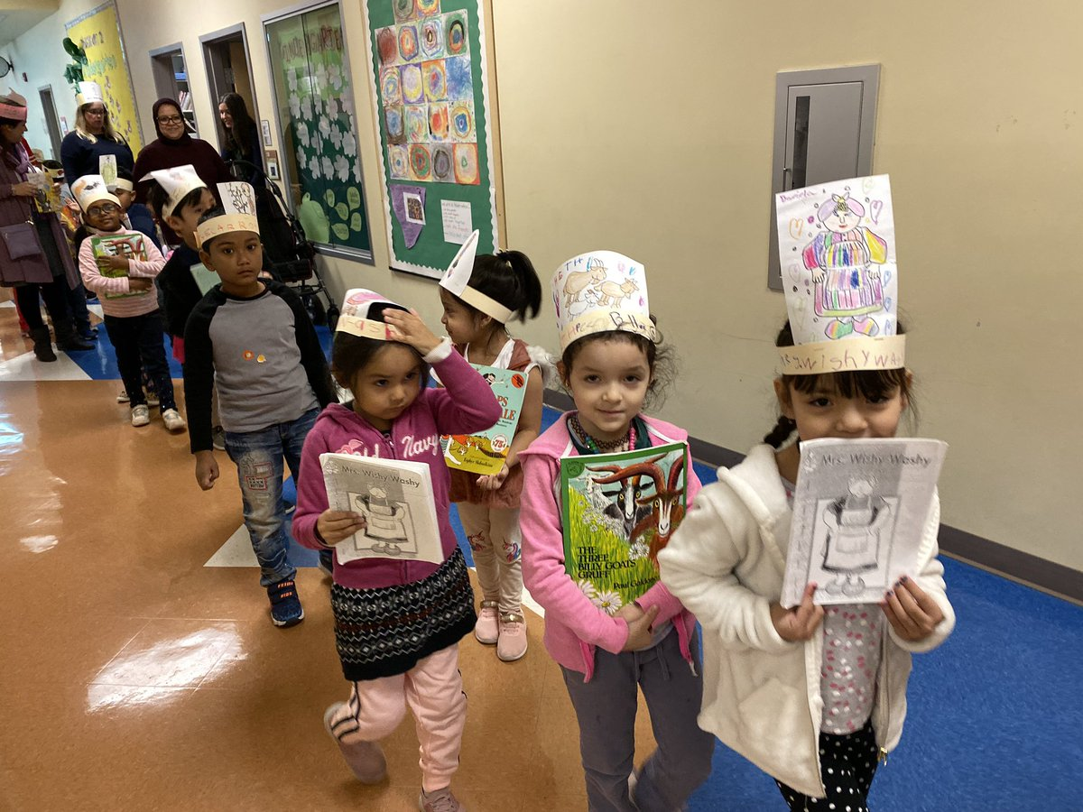 We're cheering on our Kindergarten READERS this morning! Students are showing off their book crowns and favorite books they've learned to read at the parade! <a target='_blank' href='http://search.twitter.com/search?q=Cardinals1920'><a target='_blank' href='https://twitter.com/hashtag/Cardinals1920?src=hash'>#Cardinals1920</a></a> <a target='_blank' href='http://search.twitter.com/search?q=APSisAwesome'><a target='_blank' href='https://twitter.com/hashtag/APSisAwesome?src=hash'>#APSisAwesome</a></a> <a target='_blank' href='https://t.co/cuHW4C5nDA'>https://t.co/cuHW4C5nDA</a>