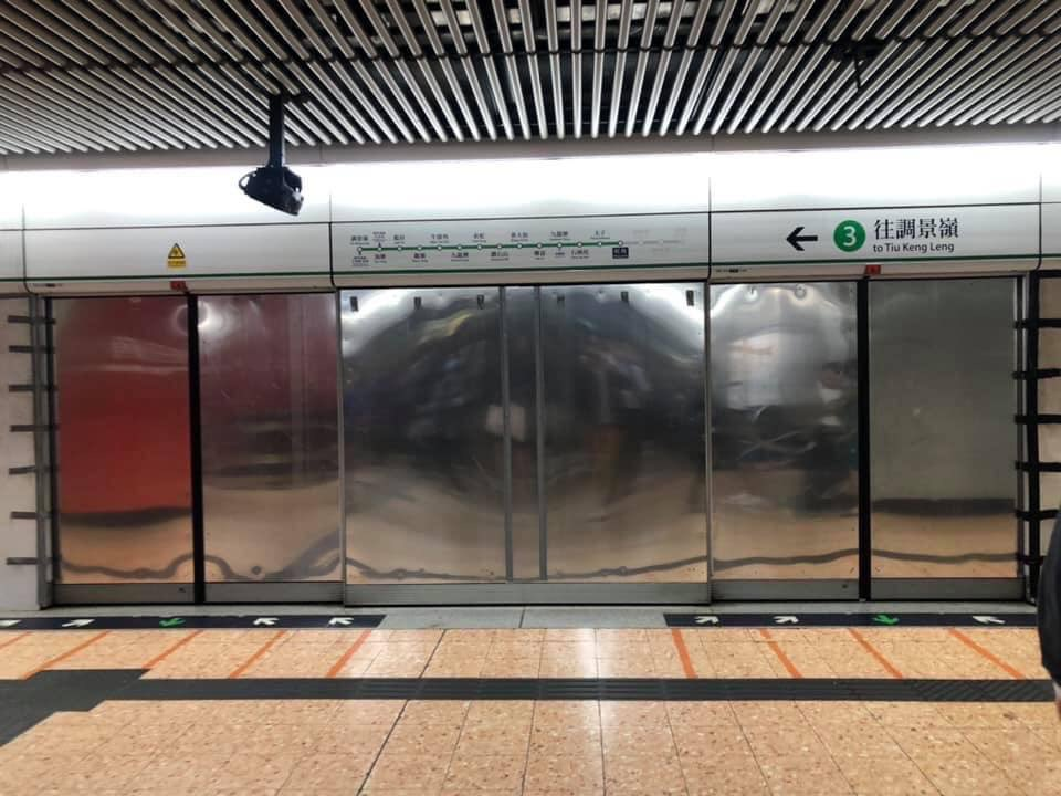 MTR platform in MongKok Station, metallic door installed to replace the glass platform door. So no one can see anything happened inside the train.  Do you dare to take the MTR?  #StandWithHongKong  Source: 企鵝帝國 - Norman @ fb https://t.co/cTxpq7kIwG
