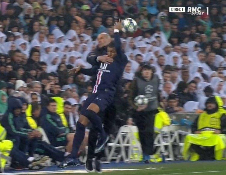 Zidane intentando raptar a Mbappe