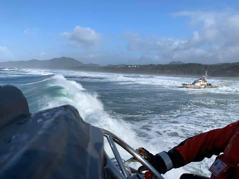 #USCG Station Depoe Bay crews had quite the day conducting surf training and heavy weather tows! #TrainingTuesday 📷: BMCS Murray, BMC Morey, and FN Wilson