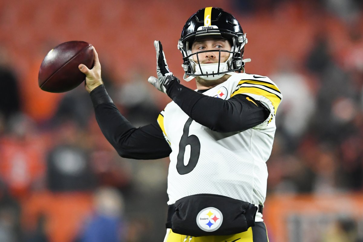 """It's 🦆 time. Steelers announce Devlin """"Duck"""" Hodges will start vs. the Browns this week."""