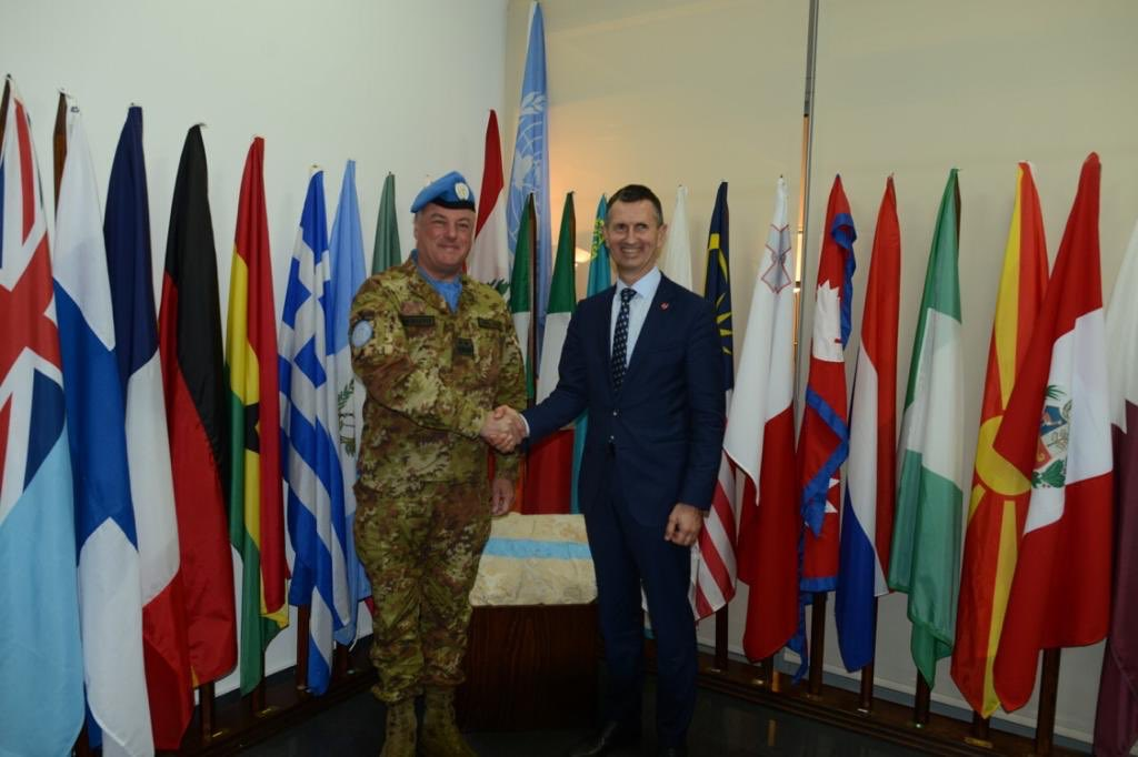 I was really pleased to welcome an old friend & the Federal Minister of Defence of #Austria🇦🇹 Thomas Starlinger to @UNIFIL_ today. With 180+ peacekeepers #ServingForPeace in S. #Lebanon🇱🇧, Austria's contribution to the existing stability is significant. #A4P @MFA_Austria