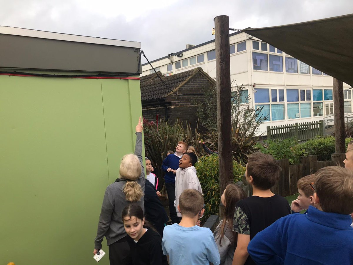 6B had a fantastic computing session with Mrs Hannah today! She taught us all about how the school computer network and internet works! The children asked some brilliant questions! Thank you Mrs Hannah! #proudtolearn #technologyisamazing pic.twitter.com/nH3xTwxQcD