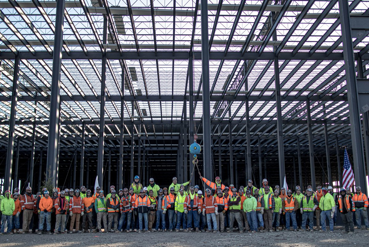 test Twitter Media - Putting up the last piece of steel in Rossford, Ohio. #ToppingOut #SteelTeam #IdealContracting https://t.co/0PRx6cnwA0