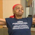 入った家が悪かった?82歳のボディービルダーの女性が強盗を撃退!