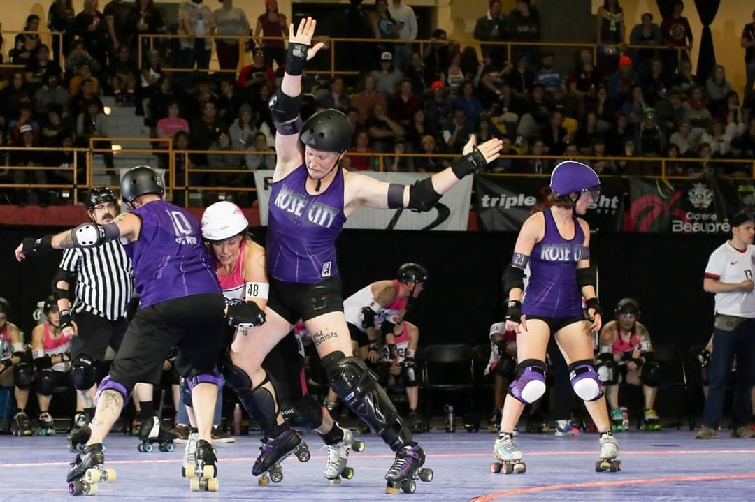 Trying to not get a forearm. Photo by David Dyte. #DerbyTwitter <br>http://pic.twitter.com/ahMqMKzC3B