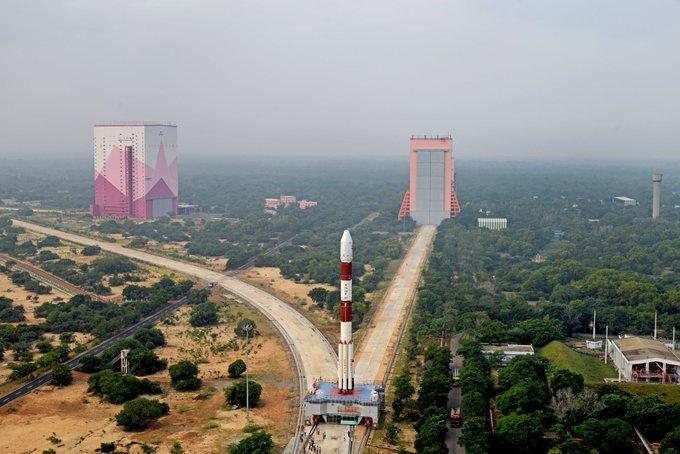 आसमान में भारत की आँख कहलाने वाले कार्टोसैट सिरीज़ के उपग्रह #Cartosat3 को सफलता से उसकी कक्षा में स्थापित करने के साथ ही दर्जन भर अमेरिकी उपग्रहों को भी उनकी कक्षा में पहुंचाने के लिए #ISRO के वैज्ञानिकों को बहुत बहुत बधाई ।