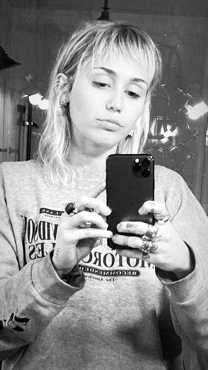 Miley Ray Cyrus (@MileyCyrus) on Twitter photo 2019-11-27 15:01:45