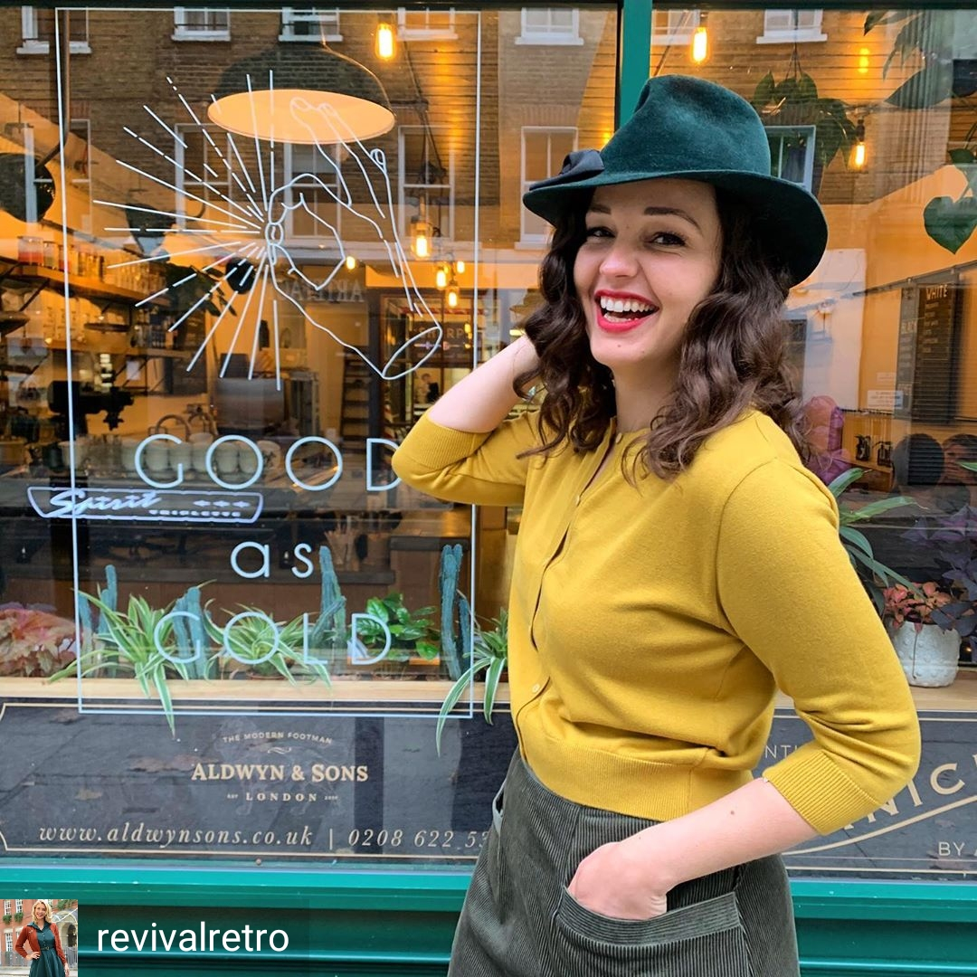 What is putting a smile on your face this humpday?  Model wears Polly Trilby in bottle green. Each hat is handmade to order in our East London Studio.   #pollytrilby #humpday #peakyblindersstyle pic.twitter.com/pANVsOOQLm