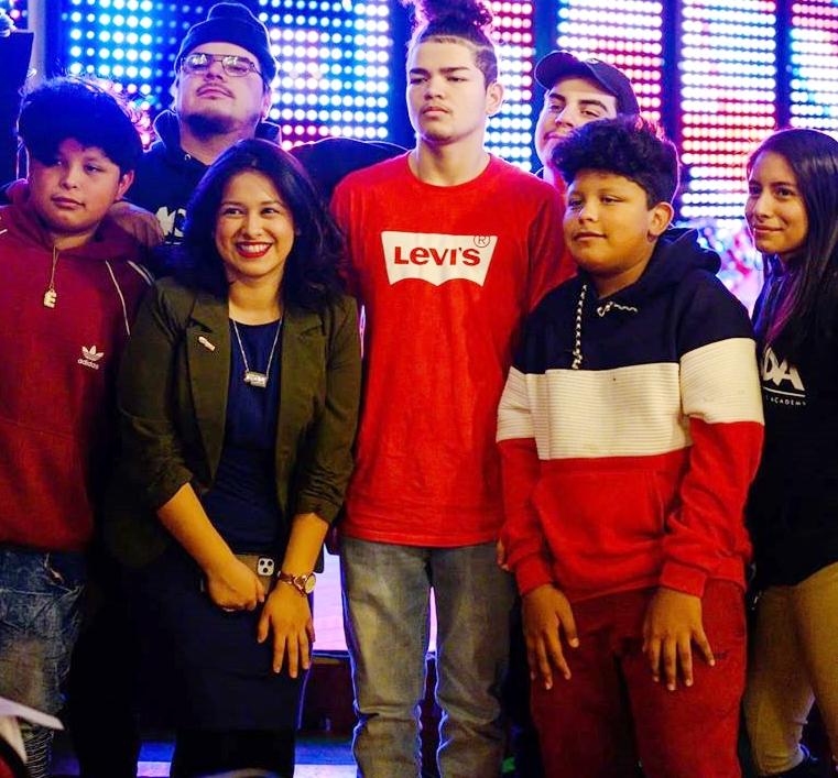 #DetroitLooksLikeThis  Gabriela Santiago-Romero, running for Wayne County Commission next year, poses with Southwest students.  She manages @Gmakingchange and graduated from Mercy High School, @UDMercy ('15) and @UMich ('17). #WeMatter #GSR2020 #Gaby2020 #womeninoffice #WOC