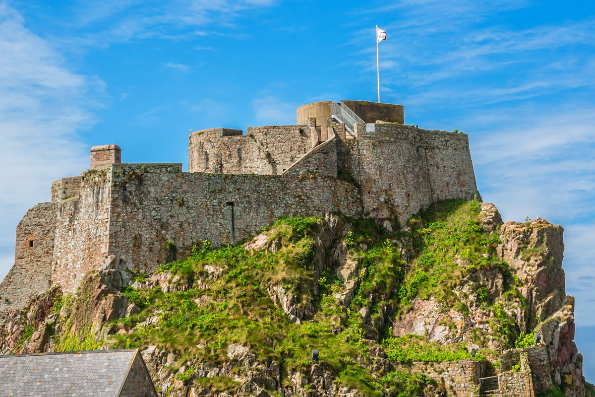 We recently supplied bent bars and mesh panels to Elizabeth Castle in Jersey for our customer Geomarine Civil Engineers Contractors. #Geomarine #stainlesssteelmesh #stainlessbentbarspic.twitter.com/ciYGUiDEEW