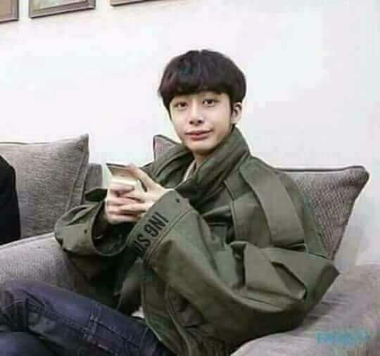 X: No le escriban cartas ni hablen de Wonho, dejen de hacer eso 😠! Yo: Disculpa ¿Que dijiste? 👀 me distraje redactando mi carta para Wonhito 😁😆 #ProtectMonstaX7 #그들이_널_멈추게하지마 @OfficialMonstaX