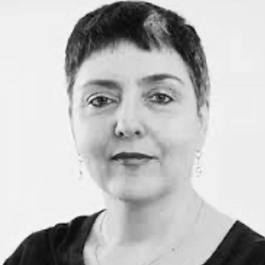 #Gabi_Zekina Lehramt, Gründet 1989 mit elf Frauen die Lila Offensive (LilO) mit dem Wunsch, die soz. Gesellschaft aus feministischer Sicht umzukrempeln. Zur Demo am 4.11.89 rufen sie zu einem eigenen Frauenblock auf. Heute leitet sie das Zentrum «Frauenkreise» in Berlin. (13) pic.twitter.com/n1dFTXFvez