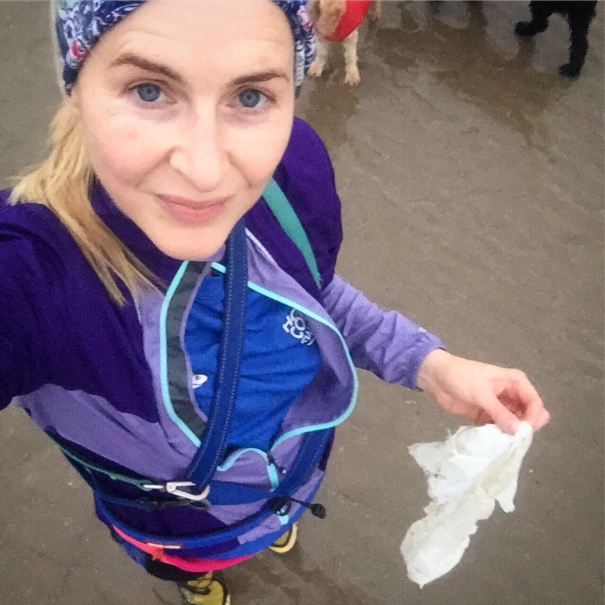 Just can't run past plastic on the beach. So, jogging became plogging!  #run #running #jogging #plogging #litter #take3forthesea #litterpicking #plasticpollution #plasticfreeoceans pic.twitter.com/mUnuaziMtA
