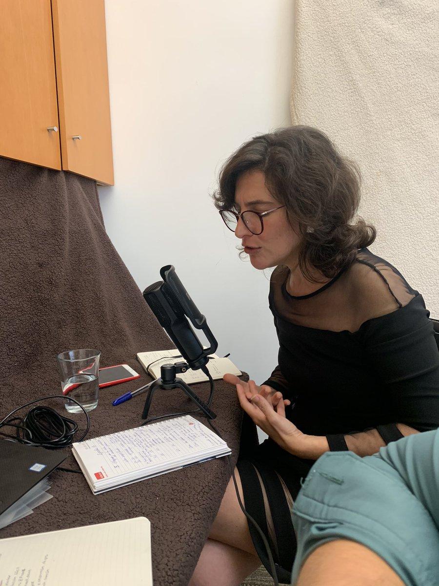 Oigan mi mamá empezó un podcast sobre cómo desarrollarte profesionalmente y lidiar con personas tóxicas y está super feliz de que 17 personas lo han escuchado, AYÚDENME A SORPRENDERLA CON MÁS DESCARGAS!! Además todo lo que expone es super útil
