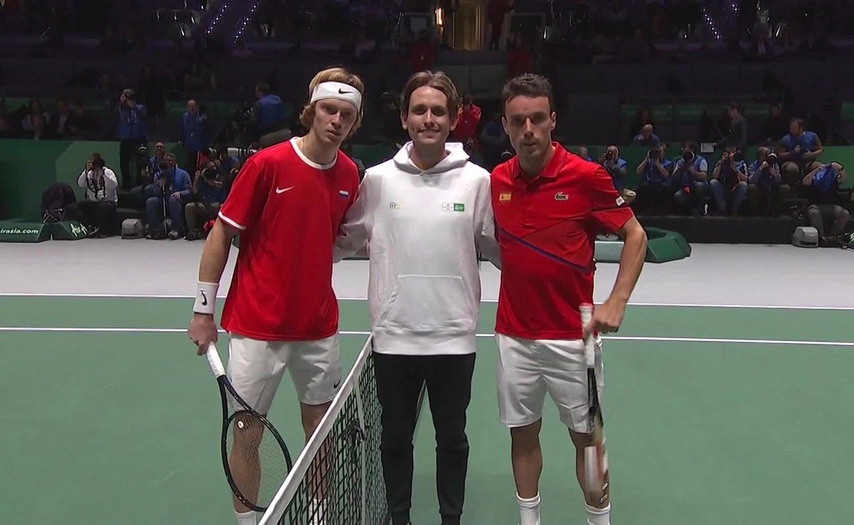One of the (many) cool moments from #Madrid was doing the coin toss for the match between @AndreyRublev97 and @BautistaAgut  Thank you to @Rakuten @Viber for an amazing #DavisCupMadridFinals #byRakuten  <br>http://pic.twitter.com/8QpyGqs4UM
