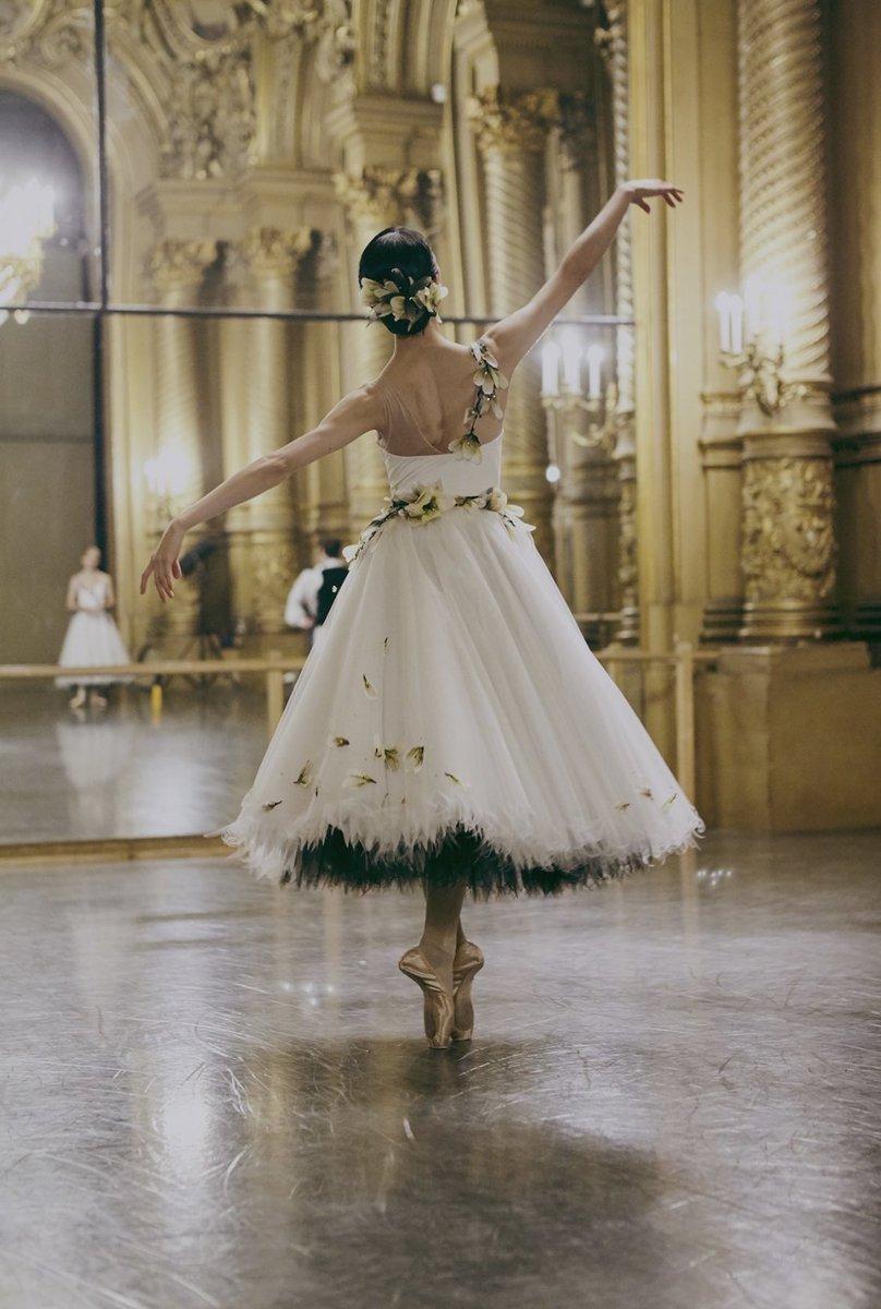 Tasarımı Chanel'e ait olan Paris Opera Bale kostümleri.