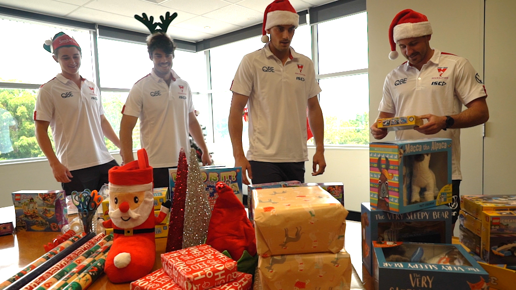 Image for the Tweet beginning: Some nice Christmas elves wrapped