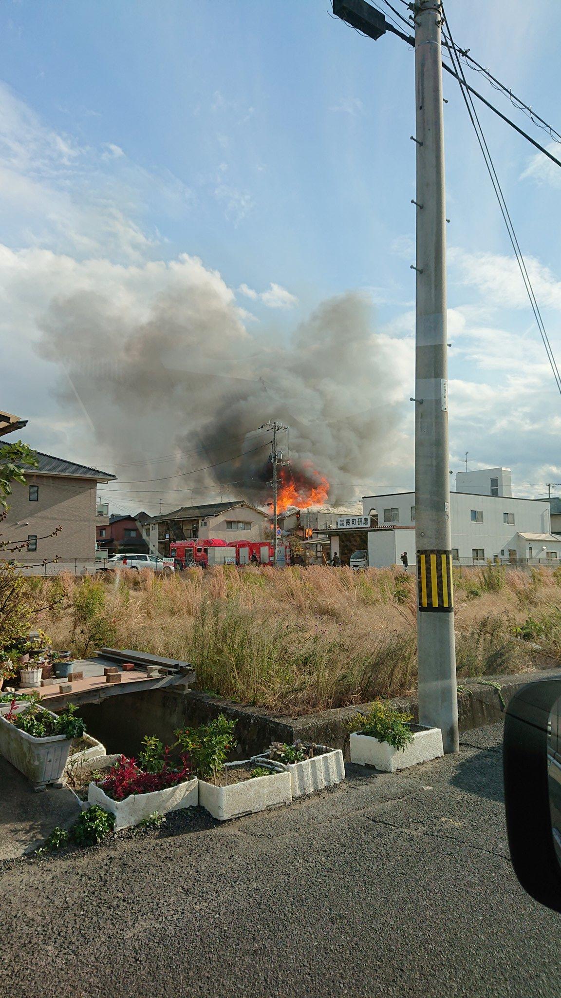 岡山市南区で住宅が燃える火災の現場画像